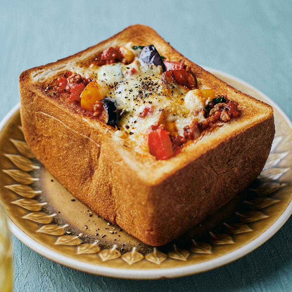 野菜たっぷりミートグラタンパン